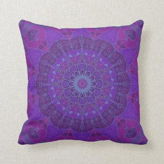 Almohada fucsia púrpura del diseño del dibujo del
