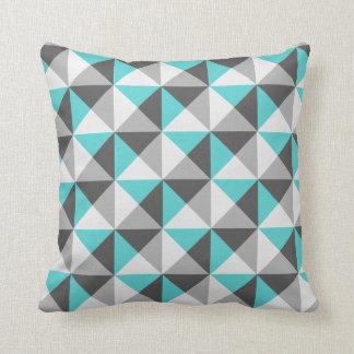 Almohada geométrica de los triángulos del gris