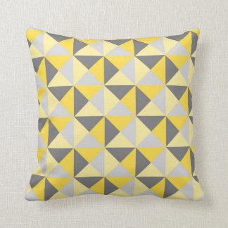 Almohada geométrica gris amarilla retra de los