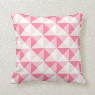Almohada geométrica rosada bonita de los