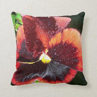 Almohada gigante enorme de la flor del pensamiento