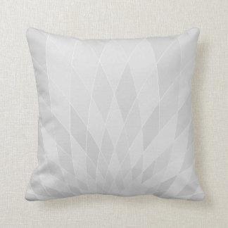 Almohada gris clara geométrica digital moderna