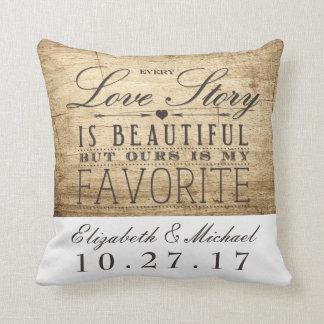 Almohada hermosa del aniversario de boda de Love