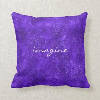 Almohada inspirada con la galaxia ultravioleta