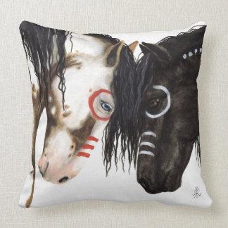 Cojín Decorativo Almohada majestuosa de dos caballos por Bihrle
