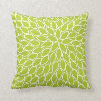 Almohada moderna del verde del crisantemo del