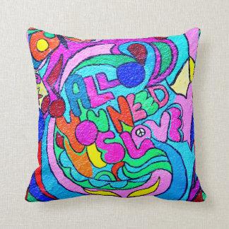 almohada multicolora del amor del hippie-estilo