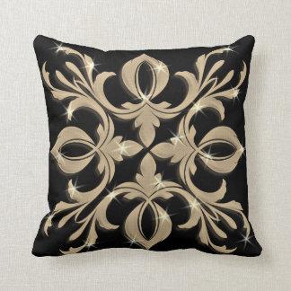 Almohada negra y oscura hermosa del modelo del oro