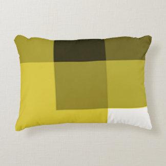 Almohada oscura amarilla del acento de las sombras
