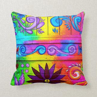 almohada psicodélica maravillosa de los colores de