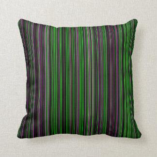 Almohada púrpura de la decoración de la verde lima