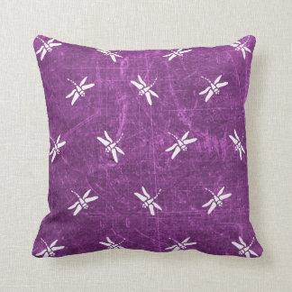 Almohada púrpura y blanca de la libélula