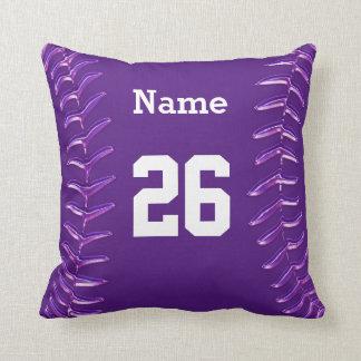 Almohada púrpura y blanca del softball, NOMBRE y