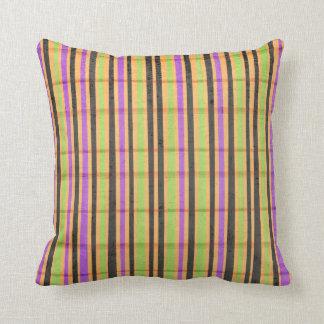 Almohada rayada coloreada multi