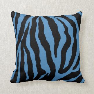 Almohada rayada del estampado de zebra azul y