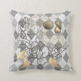 Almohada retra de la decoración del blanco gris