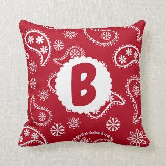 Almohada roja del pañuelo del monograma