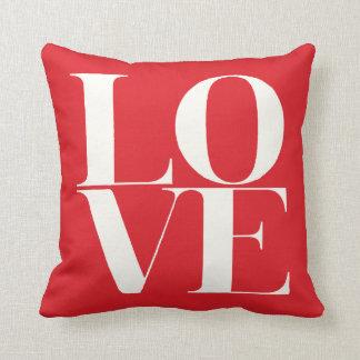 Almohada roja y blanca del el día de San Valentín