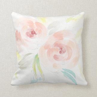 Almohada romántica de los rosas de la acuarela