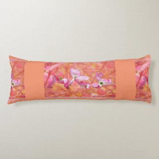 Almohada rosada de la maternidad del flor del