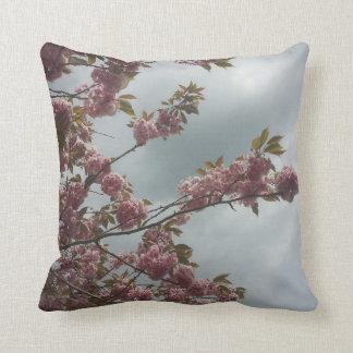 Almohada rosada de las flores