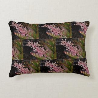 Almohada rosada del brote de flor