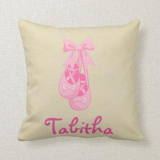 Almohada rosada del chica de los zapatos de ballet