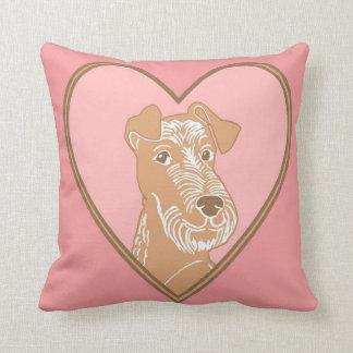 Almohada rosada irlandesa del corazón de Terrier