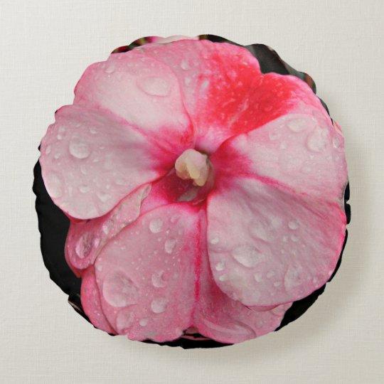 Almohada rosada redonda de la flor