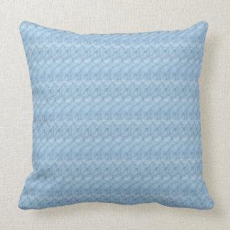 """Almohada tejida azul clara 20"""" de la impresión x"""