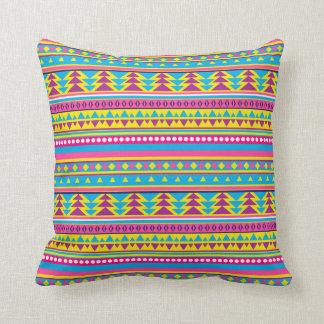 Almohada tribal púrpura azul del caramelo del