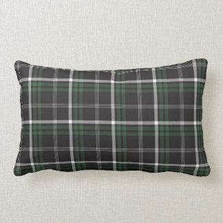 Almohada verde de la tela escocesa del día de