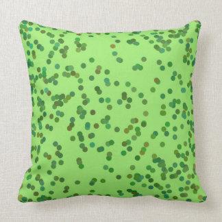 Almohada verde de los puntos