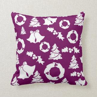 Almohadas de tiro violetas de la decoración del na