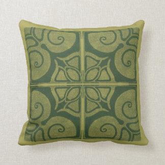 almohadas verdes con ornamento de modernismo