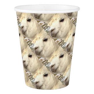 Alpaca sabe vaso de papel