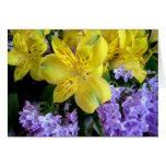 Alstremeria y tarjeta de las lilas