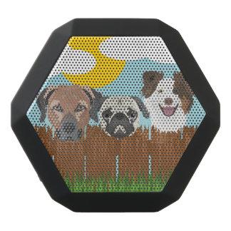 Altavoz Negro Con Bluetooth Perros afortunados del ilustracion en una cerca de