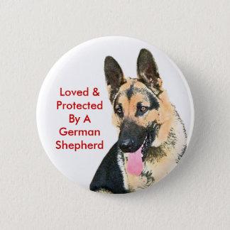 Amado y protegido por un pastor alemán chapa redonda de 5 cm