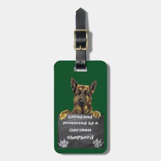 Amado y protegido por un pastor alemán etiqueta para maletas