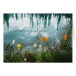 Amapolas en tarjeta de la condolencia del agua