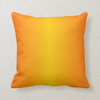 Amarillo anaranjado oscuro de encargo cojín decorativo