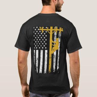 Amarillo de la camiseta del instalador de líneas