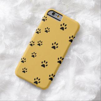 Amarillo de las huellas del gato funda de iPhone 6 barely there