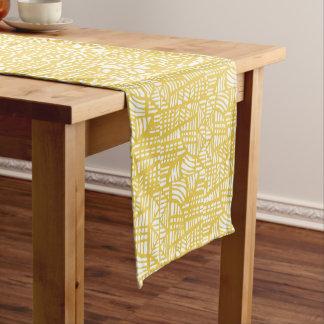 Amarillo del mosaico camino de mesa