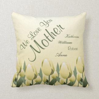 Amarillo firmado mamá del amor de los tulipanes de cojín decorativo