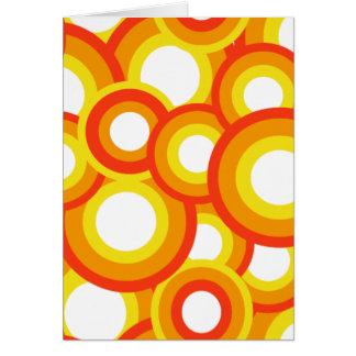Amarillo y círculos psicodélicos anaranjados tarjeta de felicitación