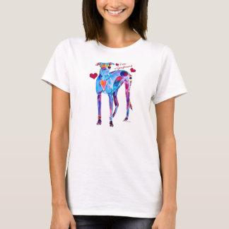 Ame las camisetas de un galgo y las cubiertas del