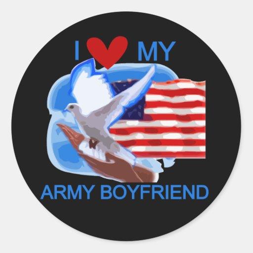 Ame mis camisetas y regalos del novio del ejército etiqueta redonda