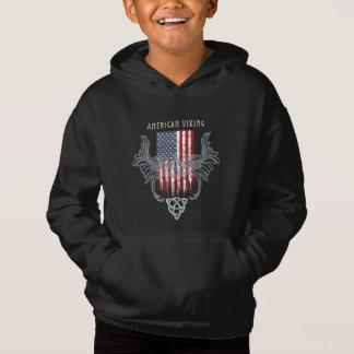 Americano Viking. Bandera, casco apenado, céltico